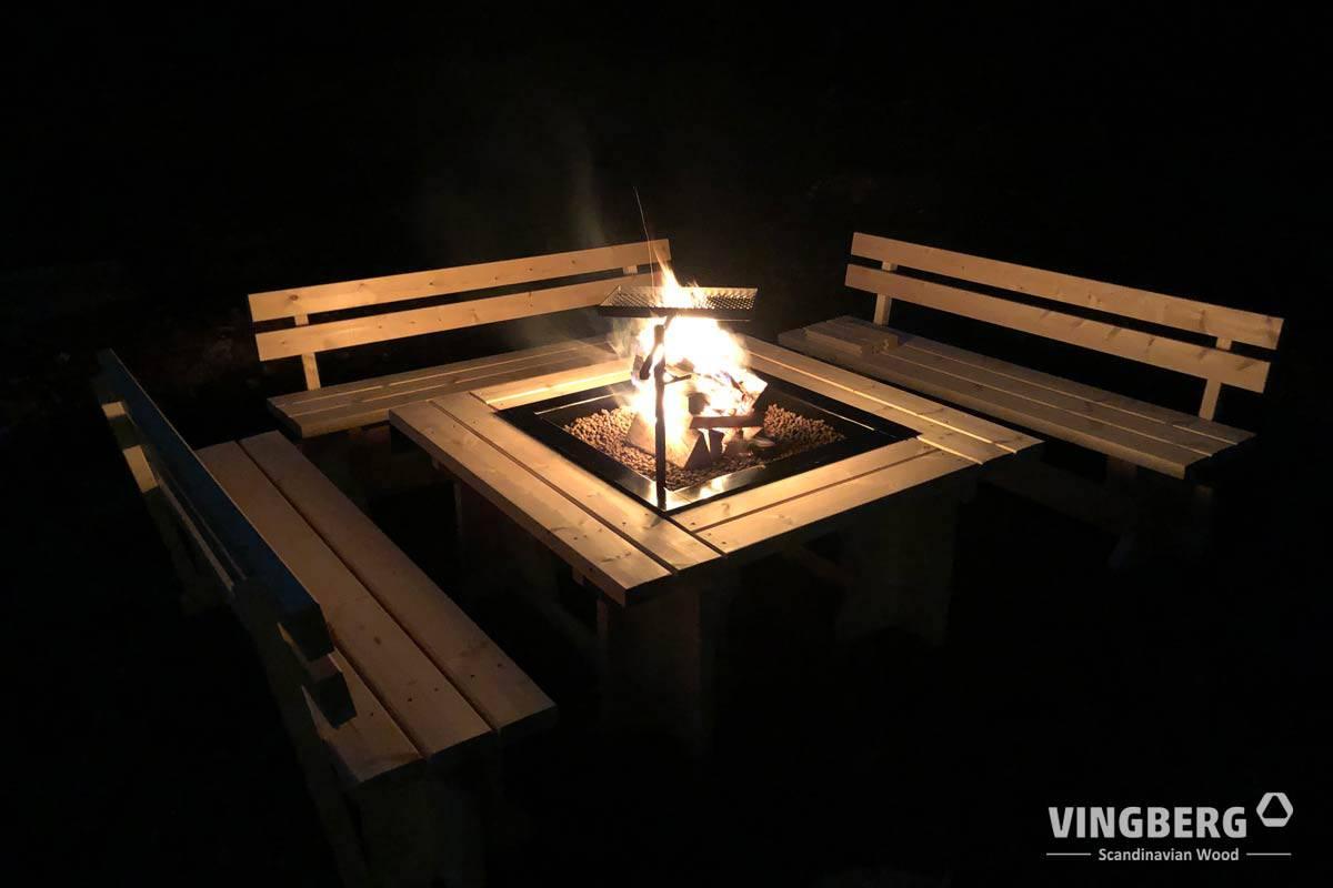 Skandynawski zestaw grillowy w nocy
