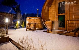Sauna ogrodowa i balia zimą - VINGBERG