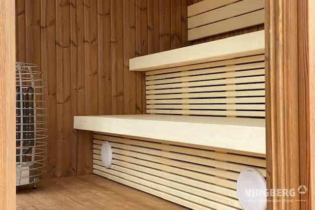 Bänke in der modernen SCANDIT 8 Sauna