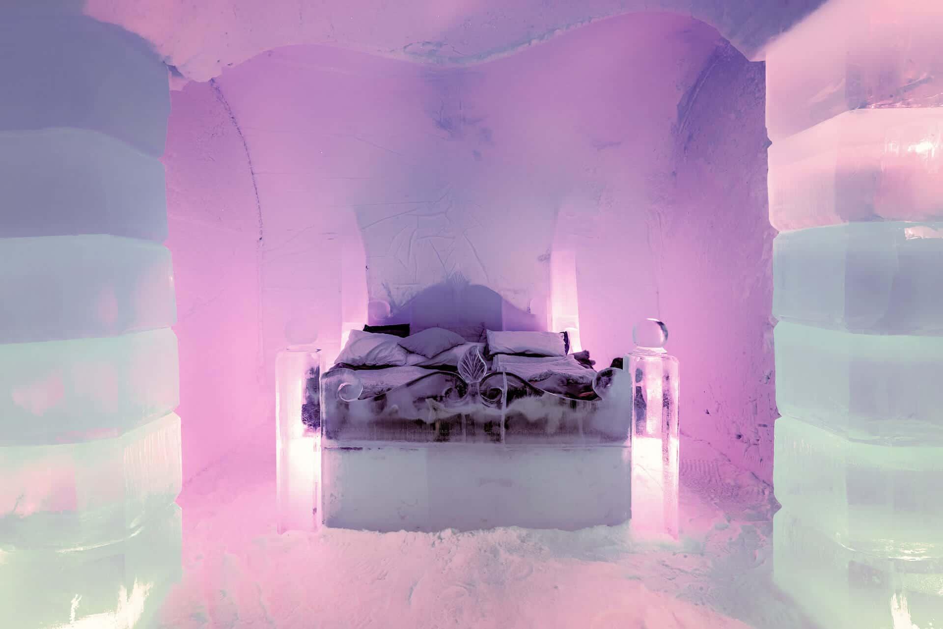 Komnata lodowa z łożem z lodu