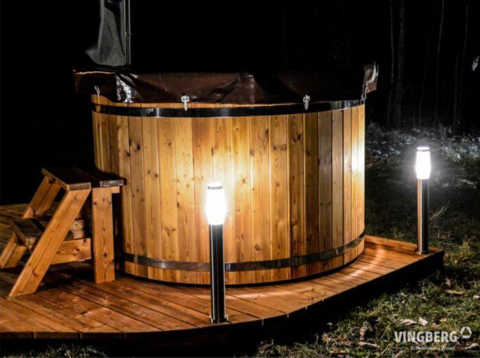 balia Norra #185 ThermoWood® z pokrywą winylową, schodkami i oświetleniem