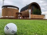 Zestaw Akka Comfort ThermoWood® na polu golfowym w Krakow Valley Golf & Country Club. Sauna + balia drewniana producenta Vingberg