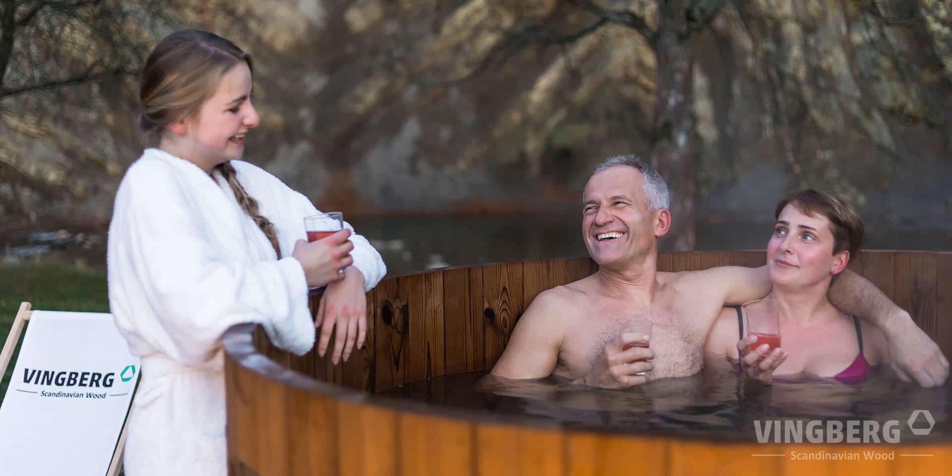 Kąpiel w gorącej balii na łonie natury