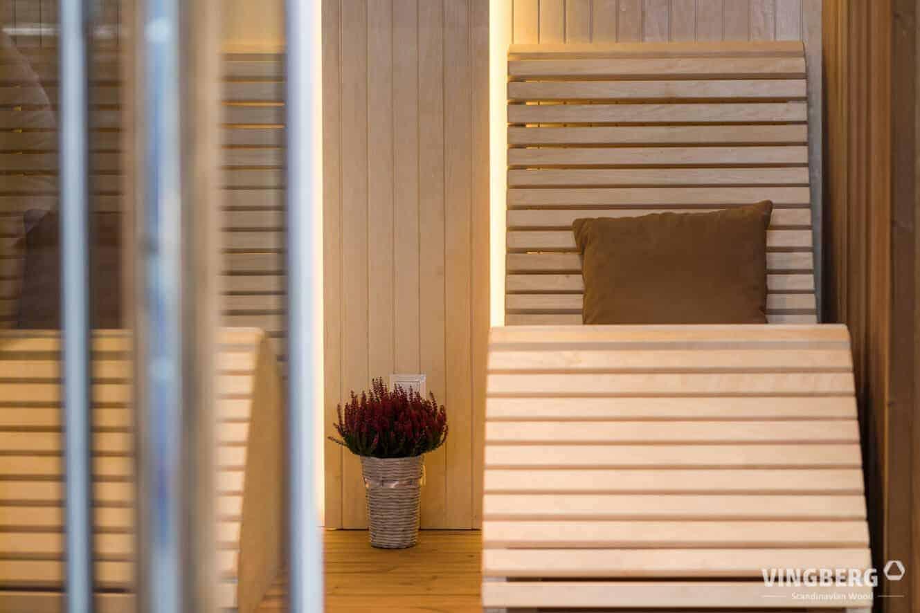 Sauna nowoczesna- pomieszczenie relaksu z wygodnymi fotelami