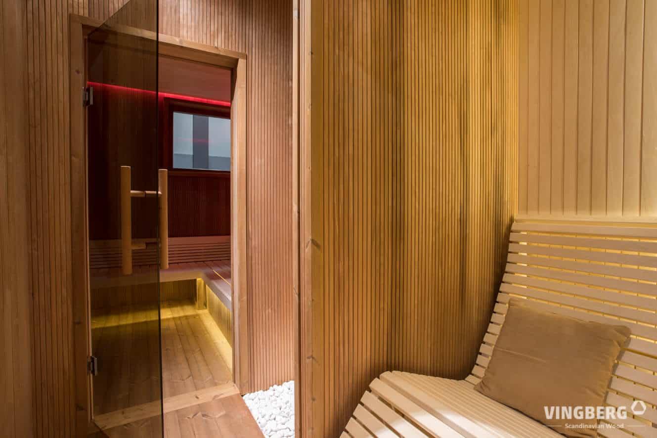 Moderne Relaxliegen in der Sauna