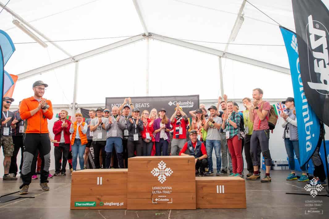 Podium ufundowane przez sponsora Maratonu Łemkowyna Ultra-Trail, VINGBERG