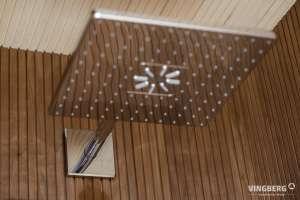 Wnętrze sauny nowoczesnej- system natryskowy