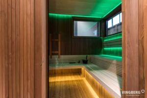 Wnętrze sauny nowoczesnej- drewno Thermowood i system świtałoterapii