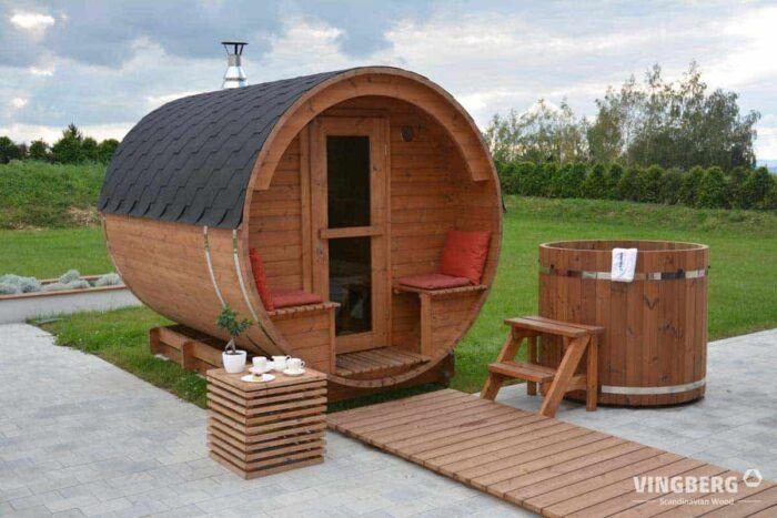 Sauna w ogrodzie i balia do schładzania