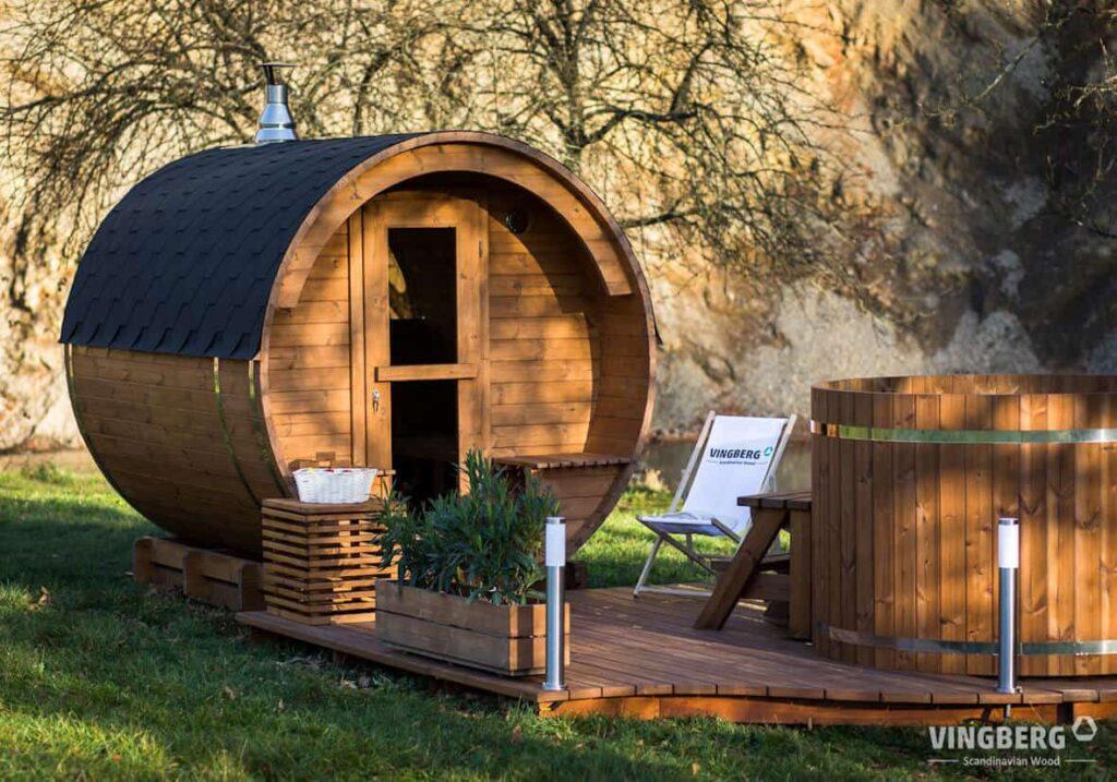 Balia i sauna do ogrodu wykonana z Thermowood, firmy VINGBERG.